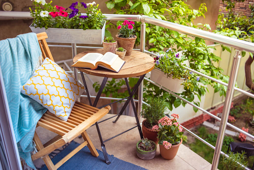 balcony-garden-small-space